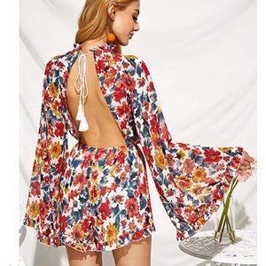 Coventavenue - Floral Open Back Short Jumpsuit